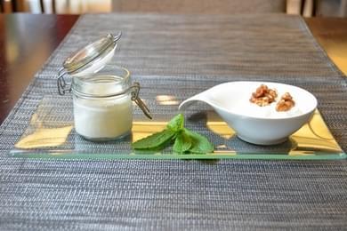Cuajada de Leche de Oveja con su espuma de Miel y Nueces caramelizadas